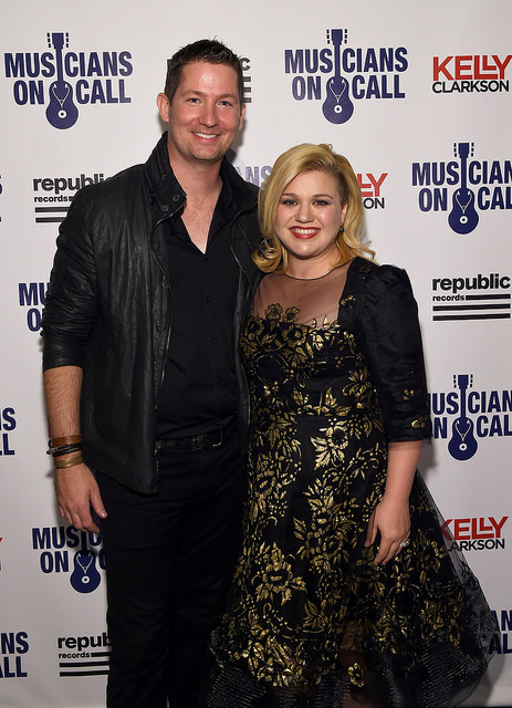 celebrities-with-pear-shaped-bodies-kelly-clarkson