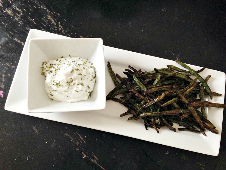 Baked Crispy Green Beans With Yogurt Dipping Sauce